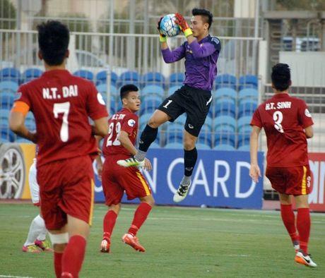 U19 Viet Nam cam hoa UAE trong the thieu nguoi - Anh 5