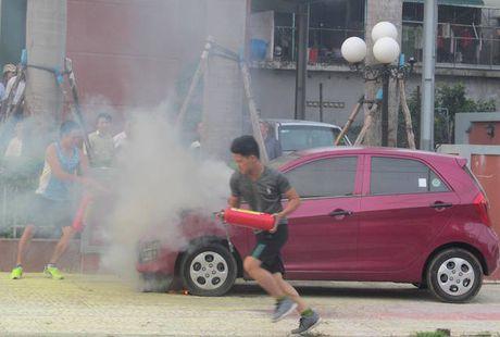 Quang Binh: Xe o to chay khi dang dung do - Anh 1