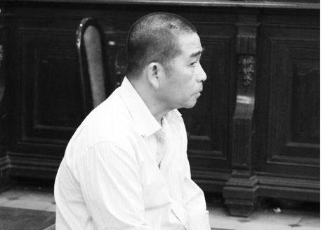 """Su day dut cua nguoi dan ong lay mang tinh dich vi bi vo """"cam sung"""" - Anh 1"""