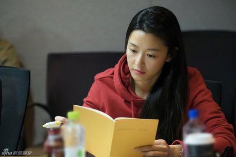 Lee Min Ho dep trai ngoi ngoi ben Jun Ji Hyun trong buoi doc kich ban phim - Anh 3