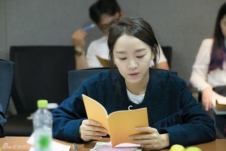 Lee Min Ho dep trai ngoi ngoi ben Jun Ji Hyun trong buoi doc kich ban phim - Anh 8