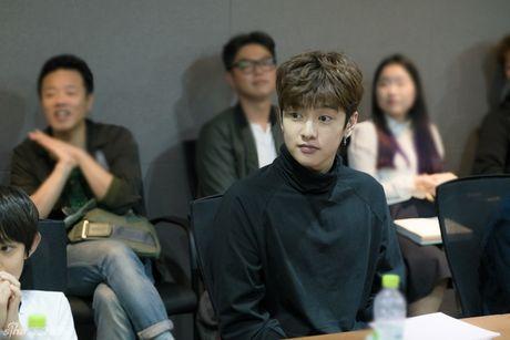 Lee Min Ho dep trai ngoi ngoi ben Jun Ji Hyun trong buoi doc kich ban phim - Anh 9