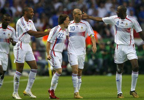 Con trai Zidane tai hien cu panenka kinh dien cua bo - Anh 2