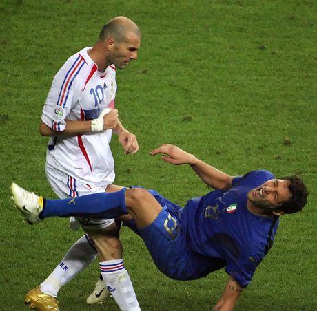 Con trai Zidane tai hien cu panenka kinh dien cua bo - Anh 3