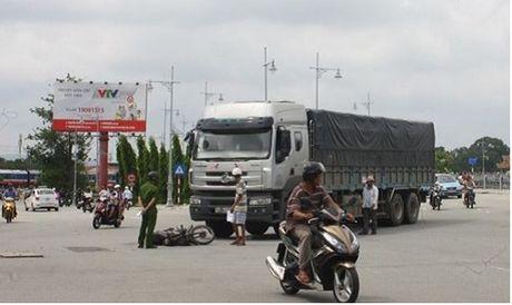 Thua Thien Hue: Nguoi dan ong bi xe tai can nat tay - Anh 1