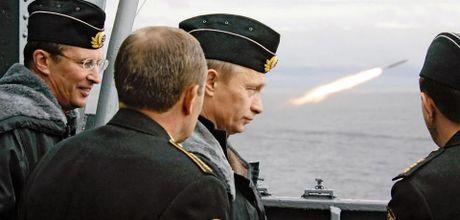 Tong thong Putin pha hoi nong vao Washington bang hat nhan - Anh 1