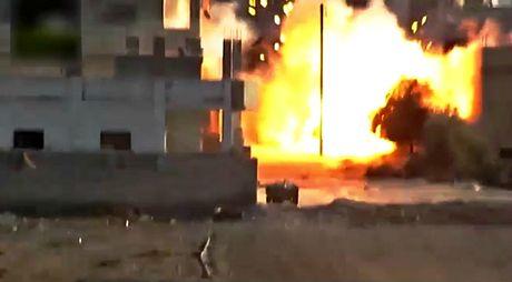 Clip: Phien quan ban ten lua TOW, mot nhom binh si Syria thuong vong - Anh 1