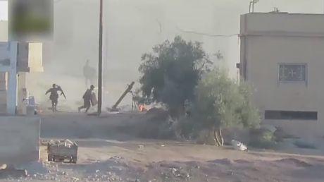 Clip: Phien quan ban ten lua TOW, mot nhom binh si Syria thuong vong - Anh 3