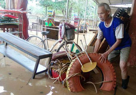 Quang canh truong hoc o Quang Binh tan hoang vi mua lu - Anh 5