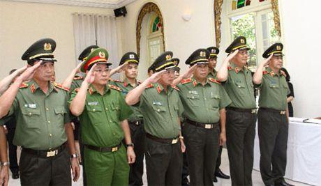 Doan dai bieu Bo Cong an vieng Nha vua Thai Lan Bhumibol Adulyadej - Anh 1