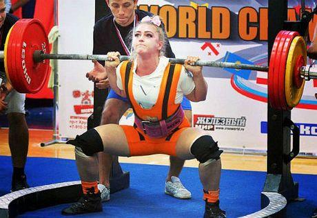 """""""Hoa hau co bap"""" lap ky luc ganh 215kg, nang 190kg - Anh 1"""