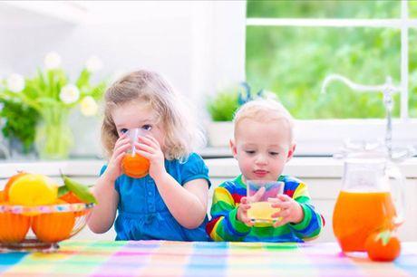Bo sung Vitamin C moi ngay cho tre: Nen hay khong? - Anh 1