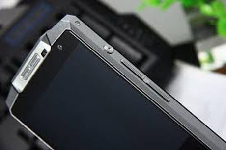 """Giat minh"" voi smartphone hon 5 trieu pin khoe, cau hinh khung - Anh 4"