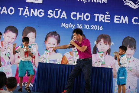 Quy sua Vuon cao Viet Nam va Vinamilk trao tang sua cho tre em tai Can Tho - Anh 10