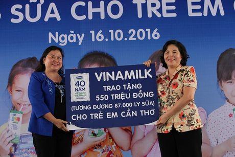 Quy sua Vuon cao Viet Nam va Vinamilk trao tang sua cho tre em tai Can Tho - Anh 4