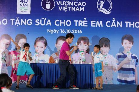 Quy sua Vuon cao Viet Nam va Vinamilk trao tang sua cho tre em tai Can Tho - Anh 9
