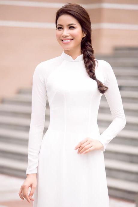 Pham Huong duyen dang trong ta ao dai di tham du su kien - Anh 4