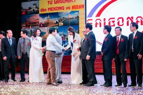 Pham Huong duyen dang trong ta ao dai di tham du su kien - Anh 8