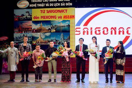 Pham Huong duyen dang trong ta ao dai di tham du su kien - Anh 9