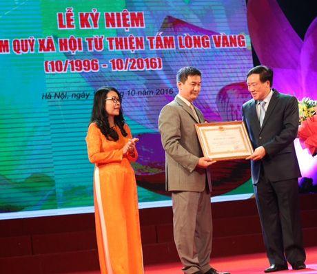 Quy Tam Long Vang don nhan Huan chuong Lao dong - Anh 1