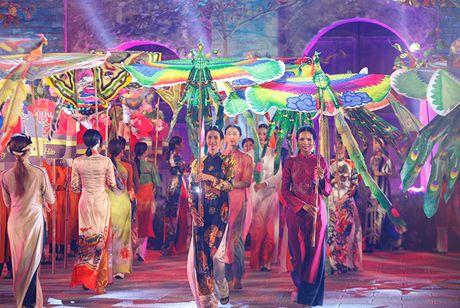 Be mac Festival ao dai Ha Noi - Anh 10