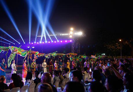 Be mac Festival ao dai Ha Noi - Anh 11