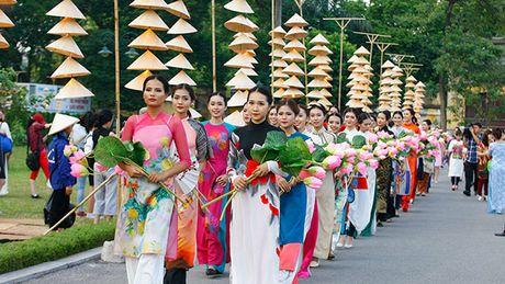 Be mac Festival ao dai Ha Noi - Anh 1