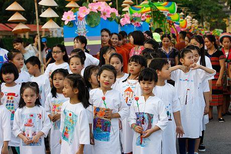 Be mac Festival ao dai Ha Noi - Anh 3