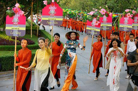 Be mac Festival ao dai Ha Noi - Anh 6