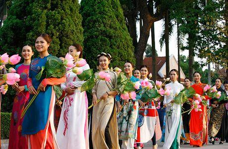 Be mac Festival ao dai Ha Noi - Anh 7