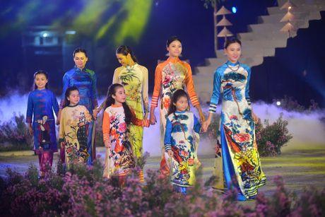 Festival Ao dai Ha Noi thu hut tren 30.000 luot khach - Anh 2