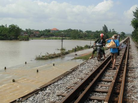 Quang Binh: An hoa khi vuot lu tren ngam Song Ngang - Anh 7