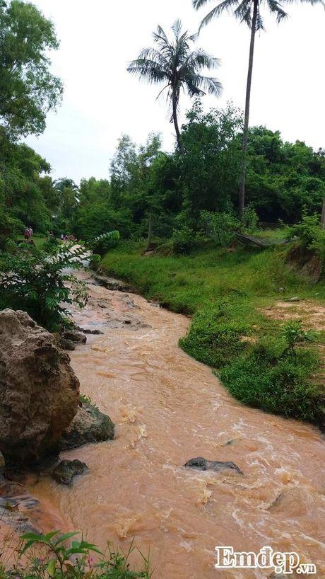 Suoi Tien Binh Thuan: Tien canh noi tran the - Anh 1