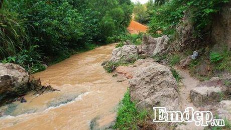 Suoi Tien Binh Thuan: Tien canh noi tran the - Anh 2