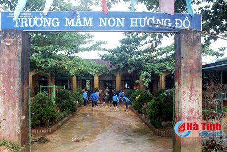 Sang nay, hon 100.000 hoc sinh Ha Tinh van phai nghi hoc do mua lu - Anh 1
