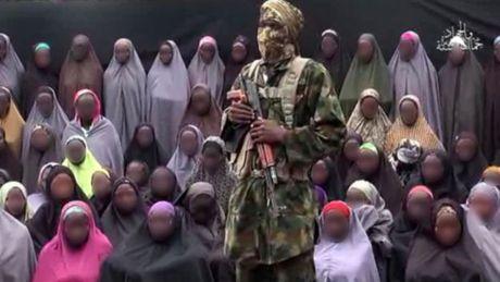 21 nu sinh bi Boko Haram bat coc da duoc doan tu voi gia dinh - Anh 2