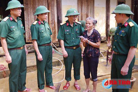Bo doi ve lang giup dan khac phuc hau qua lu lut - Anh 12