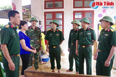 Bo doi ve lang giup dan khac phuc hau qua lu lut - Anh 8