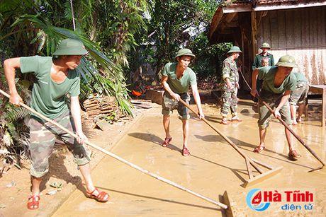 Bo doi ve lang giup dan khac phuc hau qua lu lut - Anh 9
