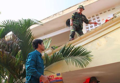 Lu chua rut, nhieu nguoi dan Ha Tinh can kiet do an - Anh 2