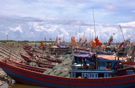 Bao so 7 di chuyen nhanh ve phia dat lien Viet Nam - Anh 2