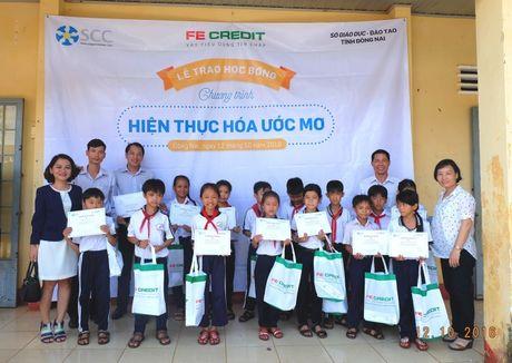 FE CREDIT trao tang 120 suat hoc bong cho tre em ngheo hieu hoc tai 3 dia phuong Tien Giang, Dong Nai, Can Gio - Anh 2