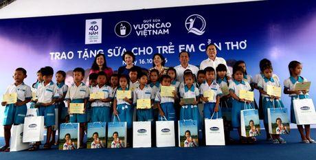 Quy sua Vuon cao Viet Nam va Vinamilk tiep tuc trao tang sua cho tre em tai Can Tho - Anh 3