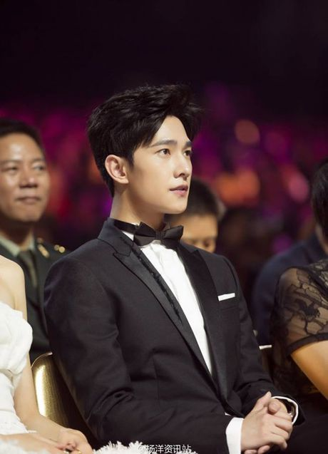 Bieu cam 'sieu nhan bien hinh' don tim fan cua Duong Duong o Le trao giai Kim Ung - Anh 12