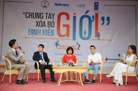 Sinh vien Thai Nguyen hao hung voi 'Ngay hoi Chung tay xoa bo dinh kien gioi' - Anh 3