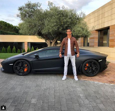 Ronaldo cho 'sieu bo' tri gia 260.000 bang tai xuat - Anh 1