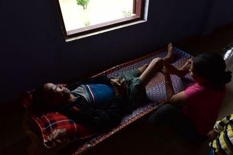 Cuoc song tren mai nha o ron lu Quang Binh - Anh 13