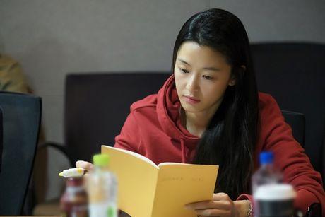 Jun Ji Hyun gian di ben Lee Min Ho dien trai - Anh 1