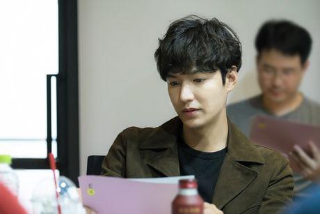 Jun Ji Hyun gian di ben Lee Min Ho dien trai - Anh 2