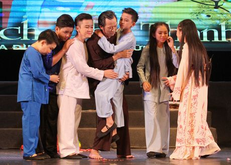 Hoai Linh nhan than dong cai luong mien Tay lam con nuoi - Anh 1